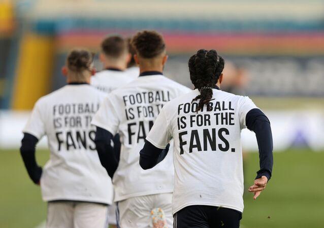 كرة القدم للجمهور ليدز يحرج ليفربول المتورط بالسوبرليغ