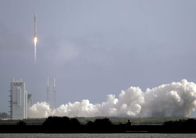 إطلاق قمر صناعي باستخدام صاروخ أطلس V