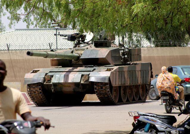 دبابات بالقرب من القصر تارئتسي في إنجامينا، تشاد 19 أبريل 2021