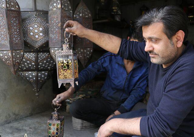 فوانيس رمضان تعود لتزين الليالي الحلبية، حلب، سوريا 22 أبريل 2021