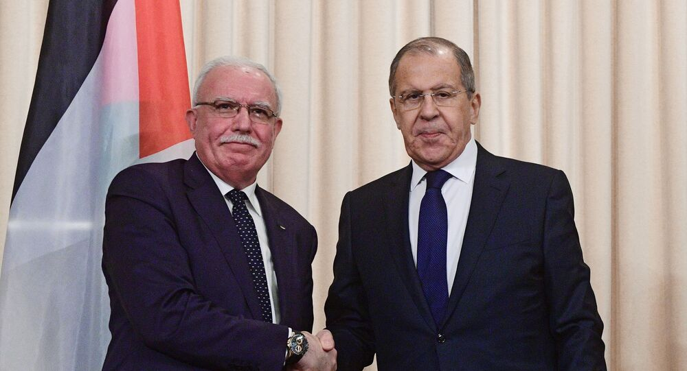 وزير الخارجية الروسي سيرغي لافروف مع وزير الخارجية الفلسطيني رياض المالكي