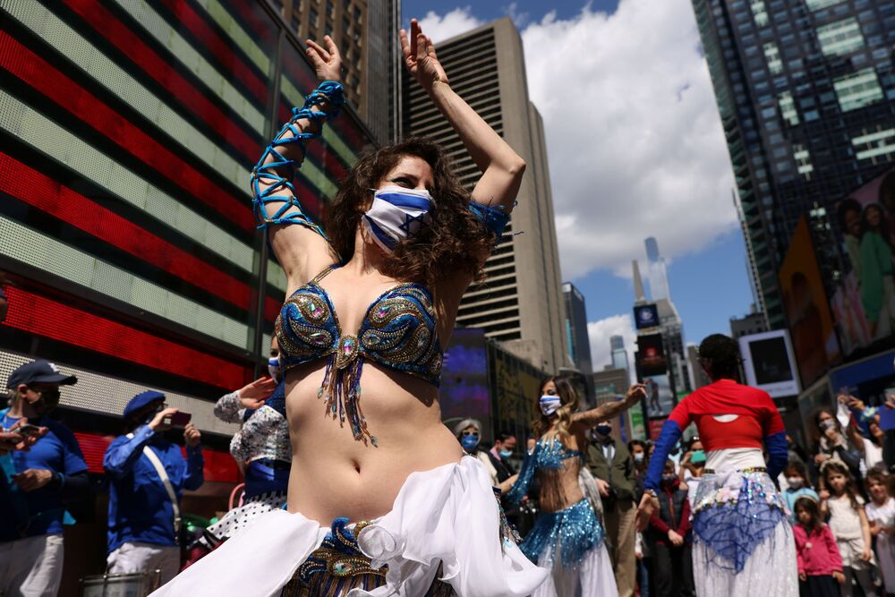احتفالات بمناسبة عيد الاستقلال الإسرائيلي، الذي يصادف الذكرى الـ73 لتأسيس دولة إسرائيل، في ميدان تايمز سكوير في نيويورك، الولايات المتحدة 18 أبريل 2021