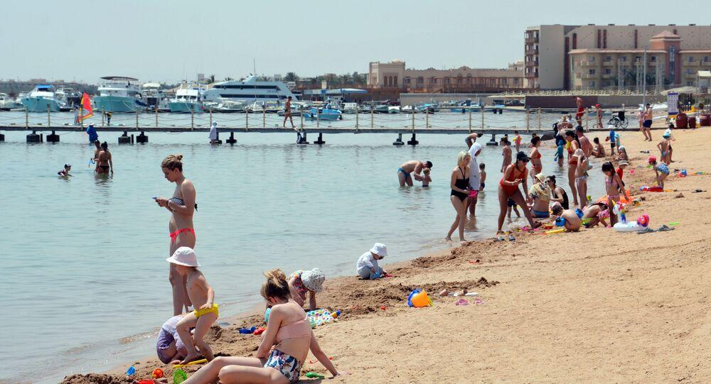 سياح على شواطئ الغردقة، مصر