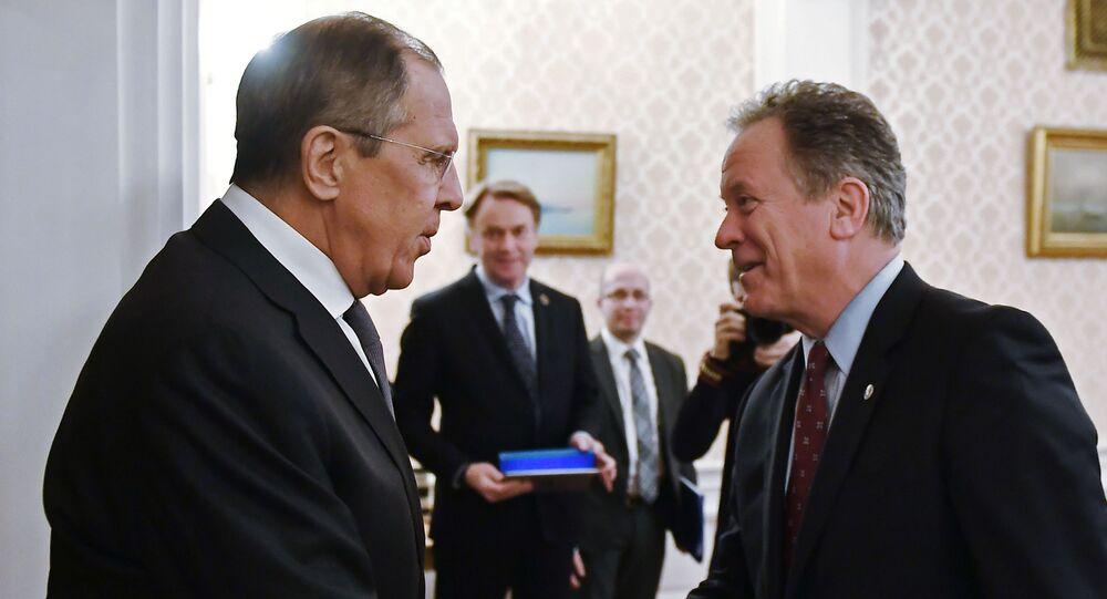 وزير الخارجية الروسي سيرغي لافروف مع المدير التنفيذي لبرنامج الغذاء العالمي التابع للأمم المتحدة ديفيد بيزلي