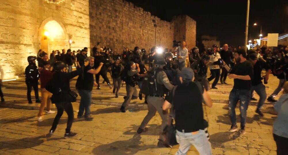 تجدد المواجهات بين الشبان الفلسطينيين والقوات الإسرائيلية في مدينة القدس