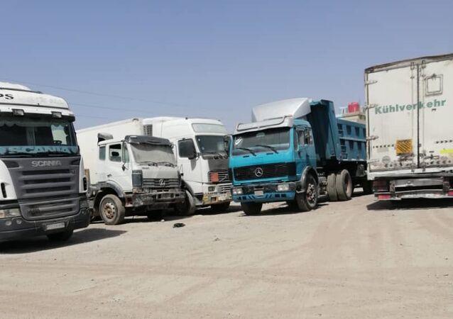 الشاحنات السورية تعاني من جابر الأردني وتتجه إلى العراق في طريقها للسعودية