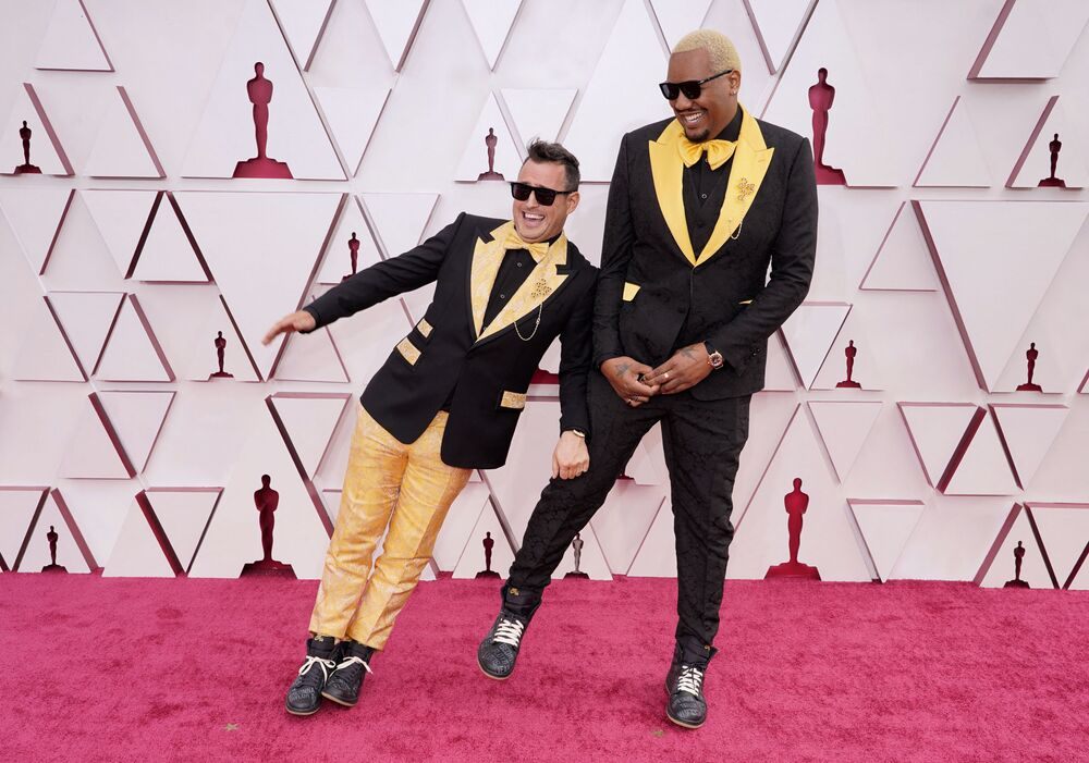 المخرج السينمائي مارتن ديسموند روي (يسار) والفنان الكوميدي تريفين فري، مراسم الحفل الـ93 لتوزيع جوائز أوسكار في لوس أنجلوس، كاليفورنيا، الولايات المتحدة 25 أبريل 2021