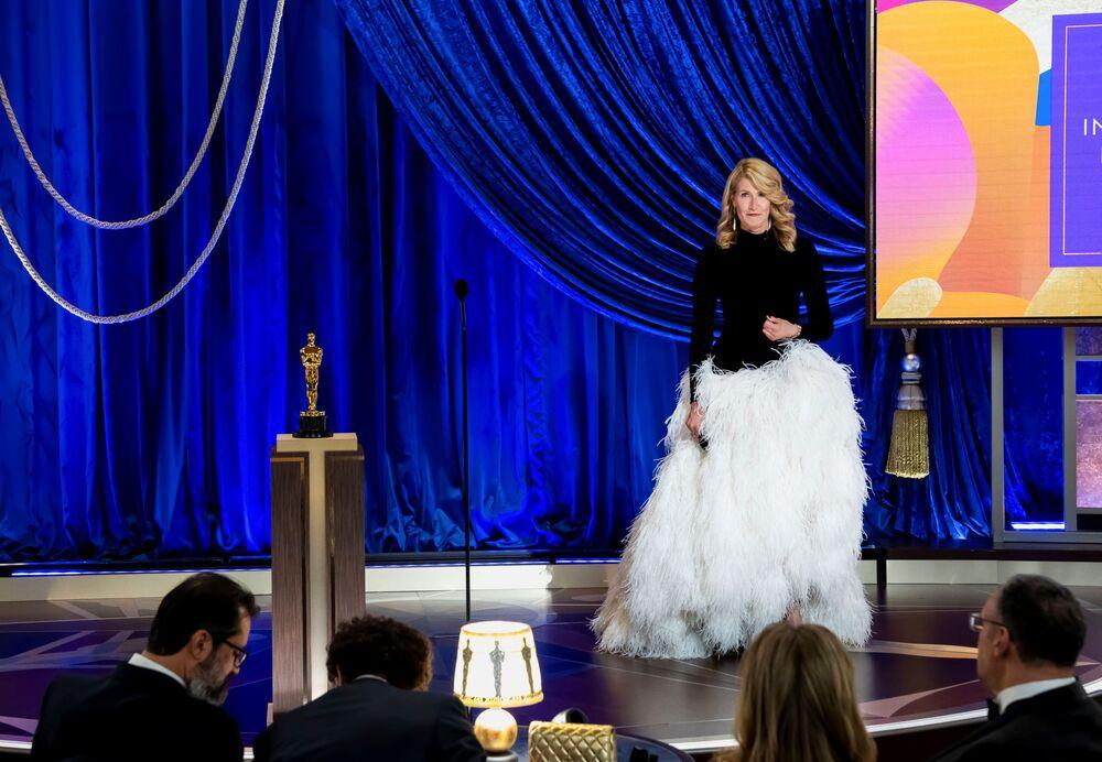 الممثلة لورا ديرن، مراسم الحفل الـ93 لتوزيع جوائز أوسكار في لوس أنجلوس، كاليفورنيا، الولايات المتحدة 25 أبريل 2021