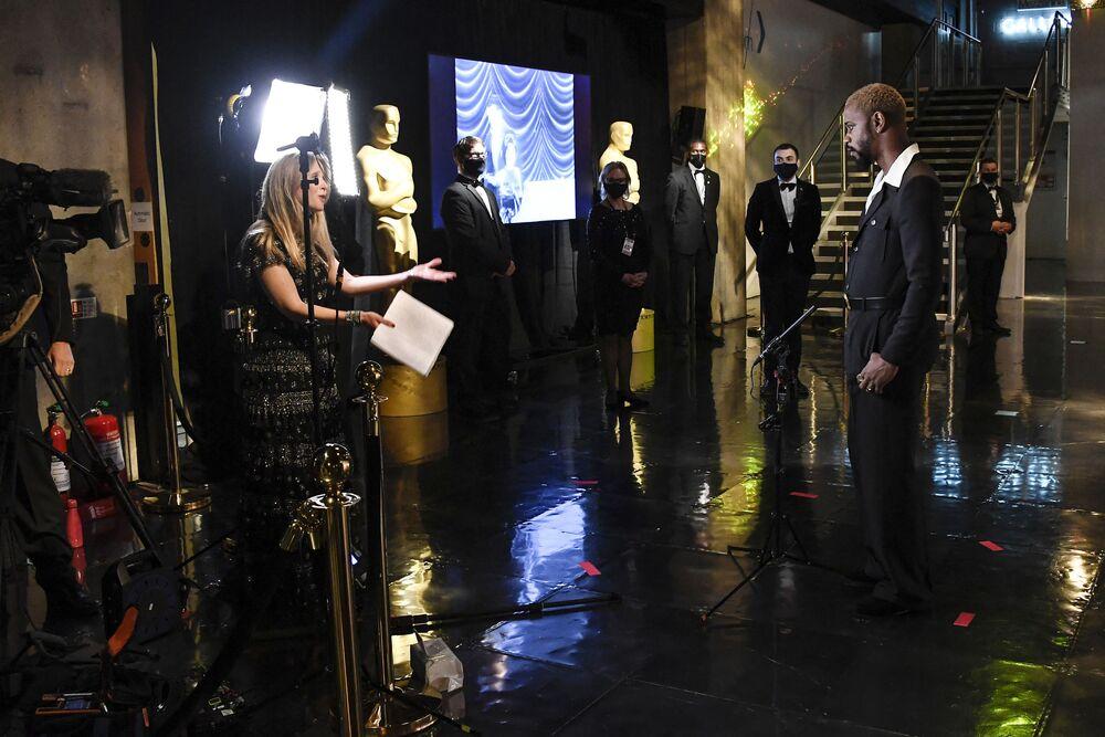 الممثل لاكيث ستانفيلد خلال تصوير مراسم الحفل الـ93 لتوزيع جوائز أوسكار في لوس أنجلوس، كاليفورنيا، الولايات المتحدة 25 أبريل 2021