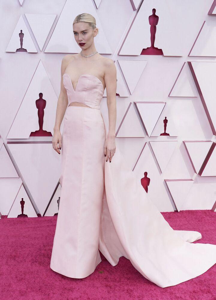 الممثلة فانيسا كيربي، المرشحة لجائزة أفضل ممثلة في دور رئيسي في فيلم Pieces of a Woman، تصل السجادة الحمراء لحفل توزيع جوائز أوسكار بنسختها الـ93 في لوس أنجلوس، كاليفورنا، الولايات المتحدة 25 أبريل 2021
