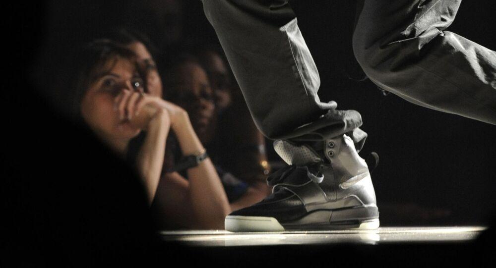 حذاء مغني الراب الأمريكي كاني ويست
