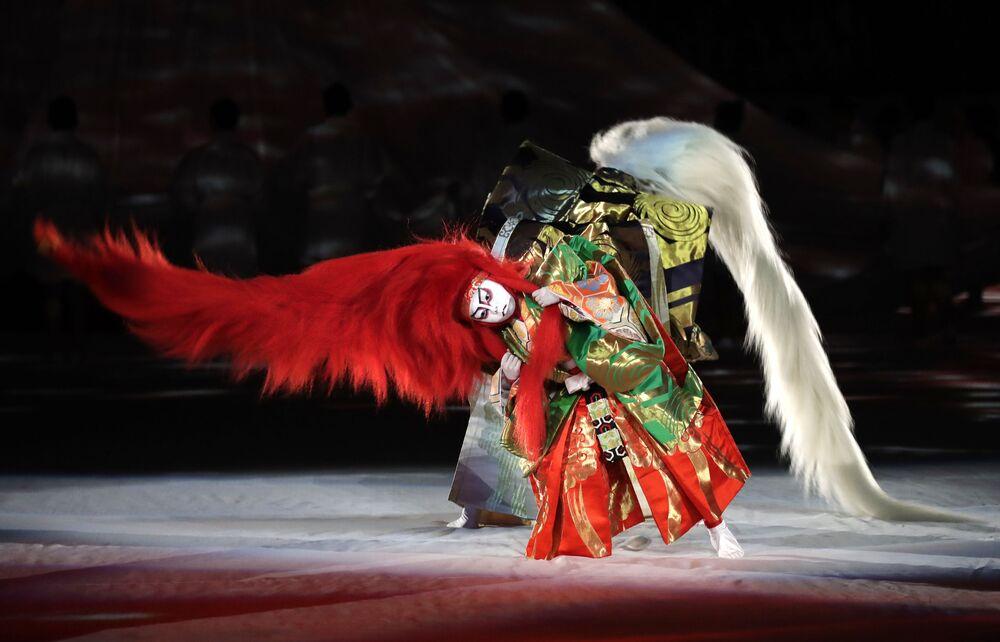 رقصة كابوكي خلال مراسم افتتاح بطولة كأس ريغبي قبيل بداية مباراة روسيا-اليابان في ملعب طوكيو، اليابان، بين روسيا واليابان، 20 سبتمبر 2019