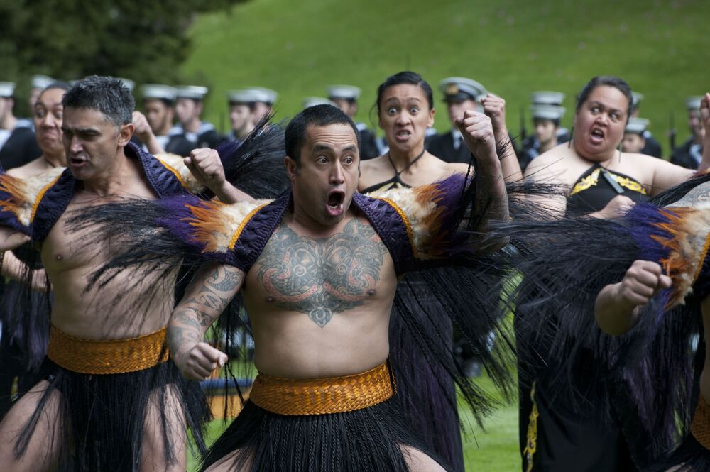 رقصة هاكا التقليدية لشعب ماوري في نيوزيلندا