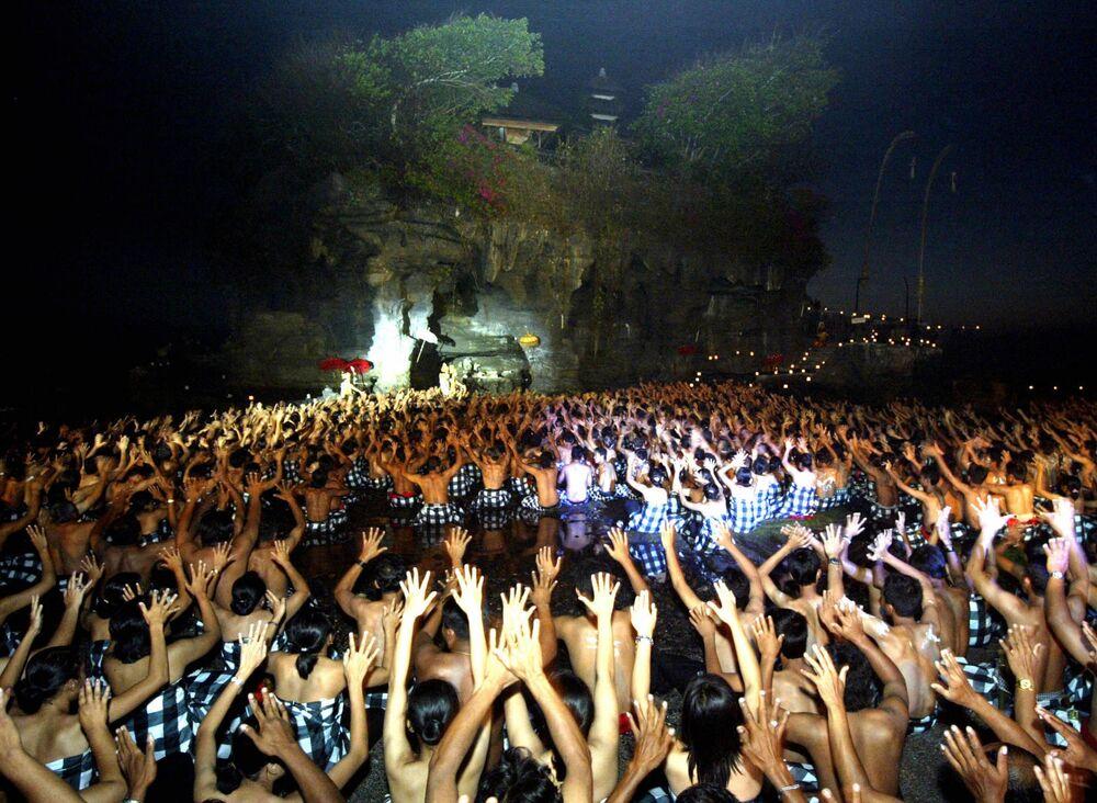 رقصة كيشاك التقليدية في بالي، إندونيسيا