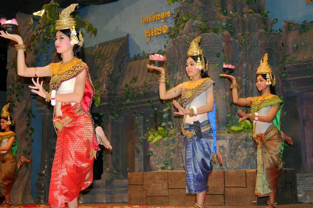 رقصة الخمير التقليدية لدى شعوب إمبراطورية الخمير، مملكة قامت في بلاد الهند الصينية بين القرن التاسع والخامس عشر
