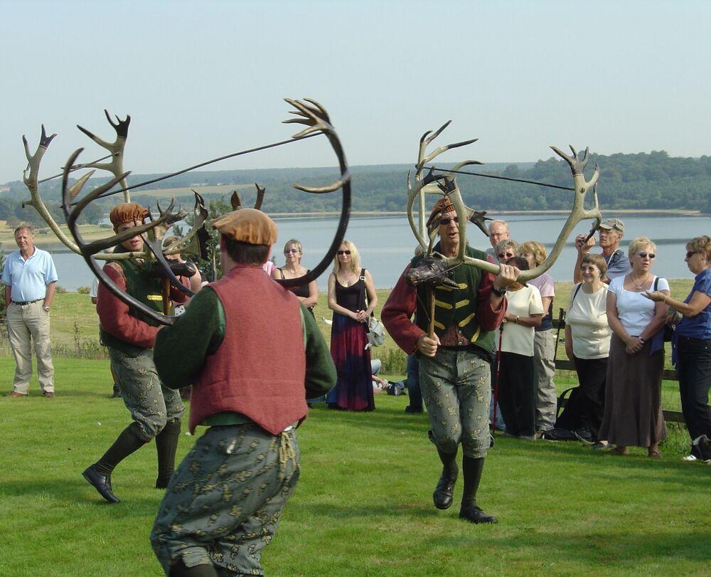 رقصة أبوتس بروملي هورن، رقصة فولكلورية إنجليزية تعود إلى القرون الوسطى