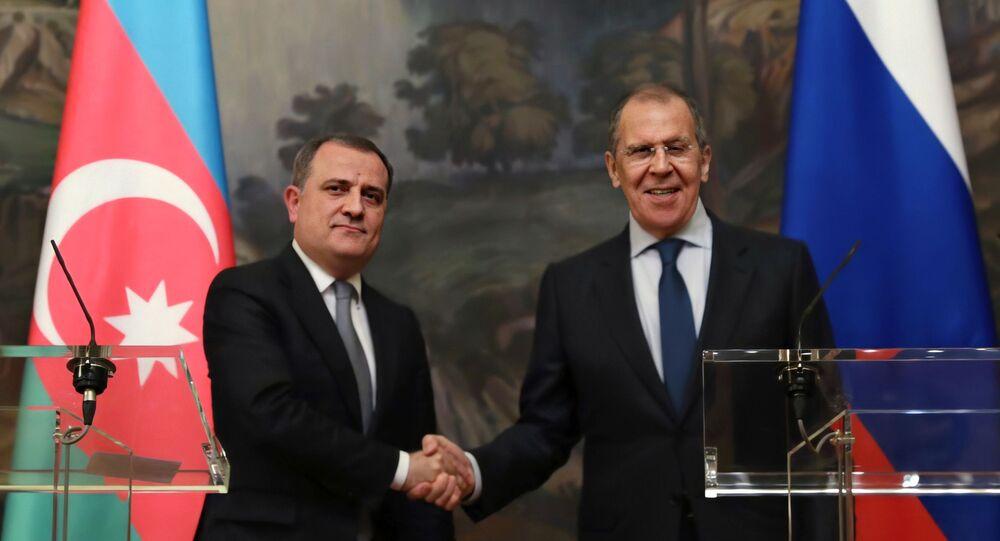 وزير الخارجية الروسي سيرغي لافروف، مع وزير الخارجية الأذربيجاني جيهون بيراموف