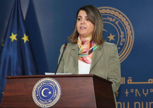 وزيرة الخارجية الليبية، نجلاء المنكوش، تتحدث أثناء في بيان مشترك مع برئيس المجلس الأوروبي شارل ميشيل