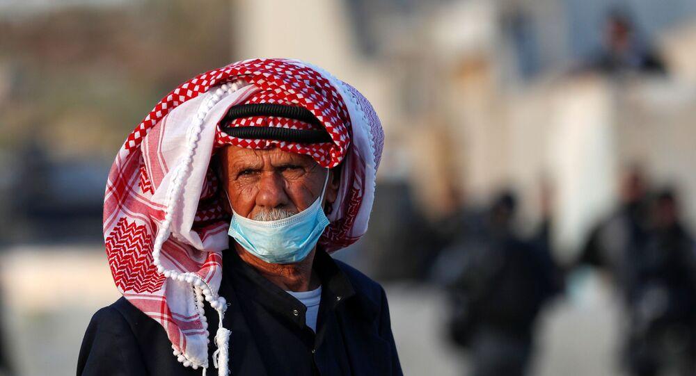 حاجز قلنديا بالقرب من رام الله،  للعبور إلى البلدة القديمة في القدس، للوصول إلى المسجد الأقصى، الضفة الغربية، فلسطين 23 أبريل 2021