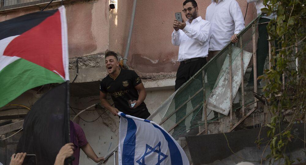 مواجهات بين أهالي حي الشيخ جراح وقوات الشرطة الفلسطينية والمستوطنين، القدس الشرقية، فلسطين، 16 أبريل 2021