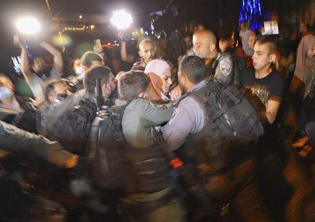 مواجهات بين أهالي حي الشيخ جراح وقوات الشرطة الفلسطينية والمستوطنين، القدس الشرقية، فلسطين، 4 مايو 2021