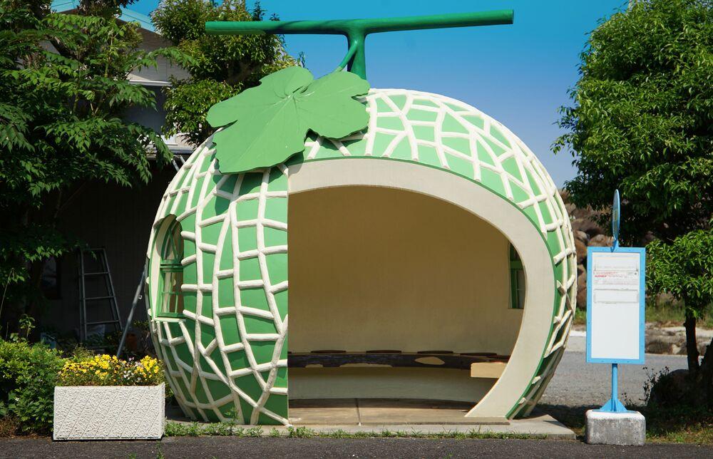 محطة الحافلات العمومية على شكل شمام في مدينة كوناغاي، محافظة ناغازاكي، اليابان