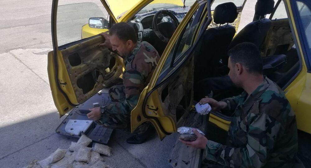 ضبط شحنة مخدرات مخبأة ضمن أبواب تكسي وسط سوريا، 5 مايو 2021