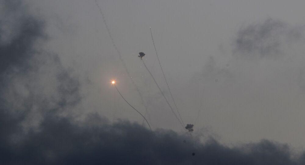 اطلاق المقاومة الفلسطينية الصواريخ من قطاع غزة باتجاه أراضي غلاف غزة والقدس، فلسطين 11 مايو 2021