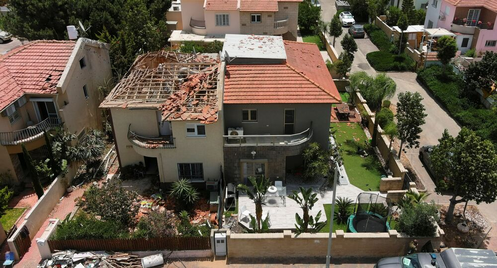 تجدد القصف الإسرائيلي في حي الرمال وسط مدينة غزة، قطاع غزة، فلسطين 11 مايو 2021