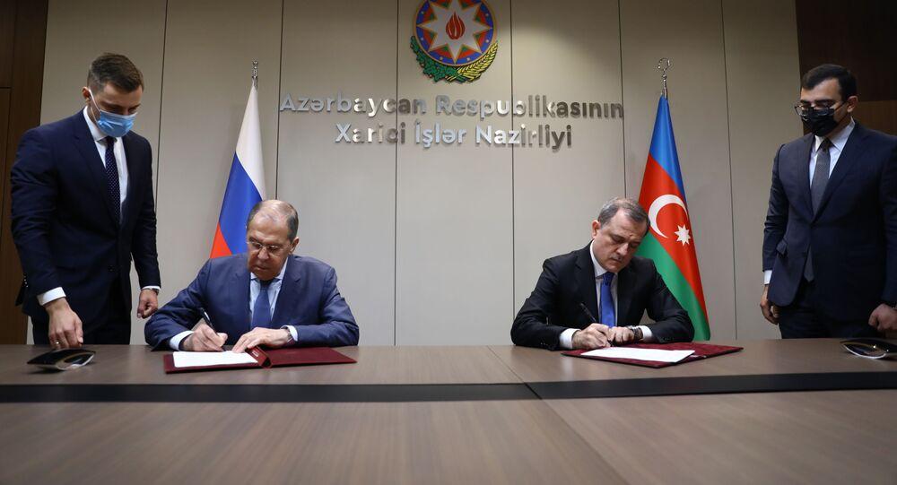 مراسم التوقيع على خطة الاستشارات الدولية بين روسيا و أذربيجان، وزير الخارجية الروسي، سيرغي لافروف وزير الخارجية الأذربيجاني جيهون بيراموف، في باكو، أذربيجان 11 مايو 2021