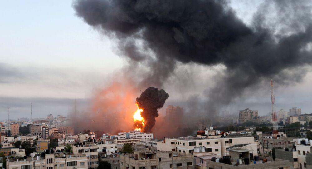 قصف مدينة غزة صباح يوم الأربعاء، قطاع غزة، فلسطين 12 مايو 2021