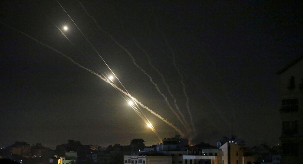 اطلاق المقاومة الفلسطينية الصواريخ من قطاع غزة باتجاه أراضي غلاف غزة، فلسطين ليل 12 مايو 2021