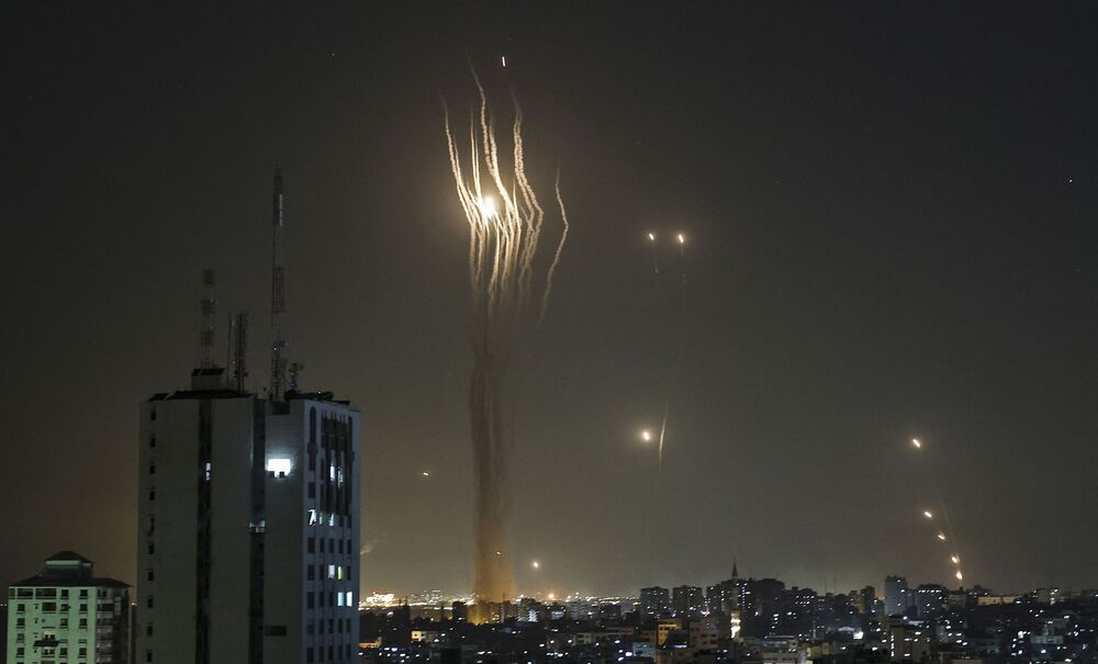 إطلاق المقاومة الفلسطينية الصواريخ من قطاع غزة باتجاه أراضي غلاف غزة، فلسطين  11 مايو2021