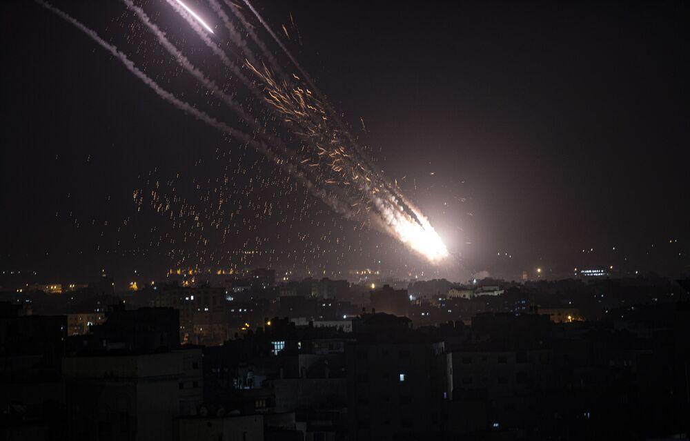 إطلاق المقاومة الفلسطينية الصواريخ من قطاع غزة باتجاه أراضي غلاف غزة، فلسطين  10 مايو2021