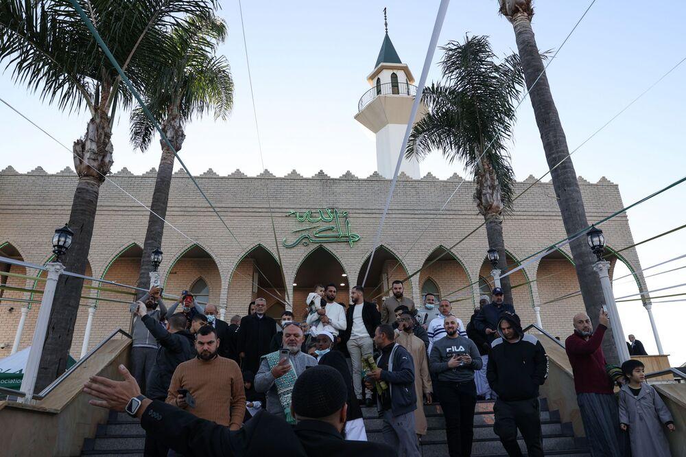 صلاة عيد الفطر في مسجد لاكيمبا بضواحي سيدني، أستراليا 13 مايو 2021