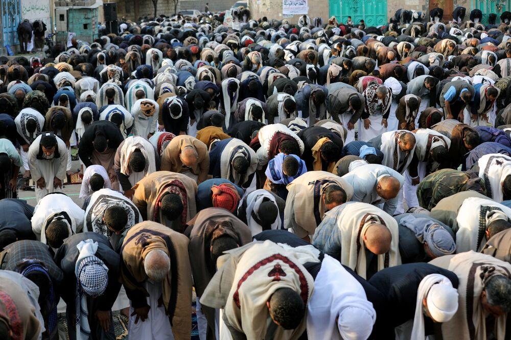 صلاة عيد الفطر في مدينة صنعاء، اليمن 13 مايو 2021
