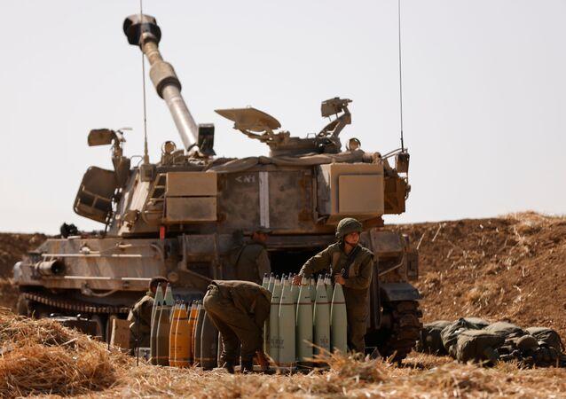 قوات الجيش الإسرائيلي تنتشر على الحدود مع قطاع غزة، فلسطين، إسرائيل 12 مايو 2021