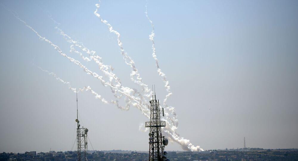 إطلاق رشقات جديدة من صواريخ المقاومة الفلسطينية من قطاع غزة، فلسطين 13 مايو 2021