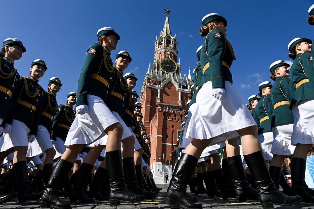 بروفة العرض العسكري بمناسبة الذكرى الـ76 للانتصار على ألمانيا النازية في الحرب الوطنية العظمى (1941-1945) على الساحة الحمراء في موسكو، روسيا 7 مايو 2021