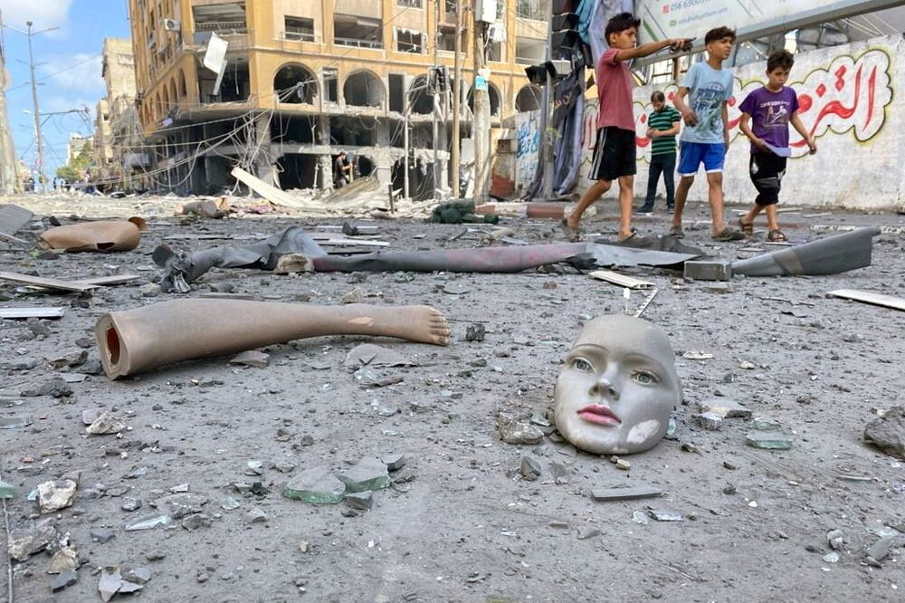 تداعيات قصف الطيران الحربي الإسرائيلي أبراج سكنية في مدينة غزة، قطاع غزة، فلسطين 12 مايو 2021