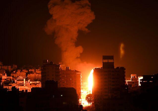 إسرائيل تشن غارات عنيفة على قطاع غزة 17 مايو / أيار 2021