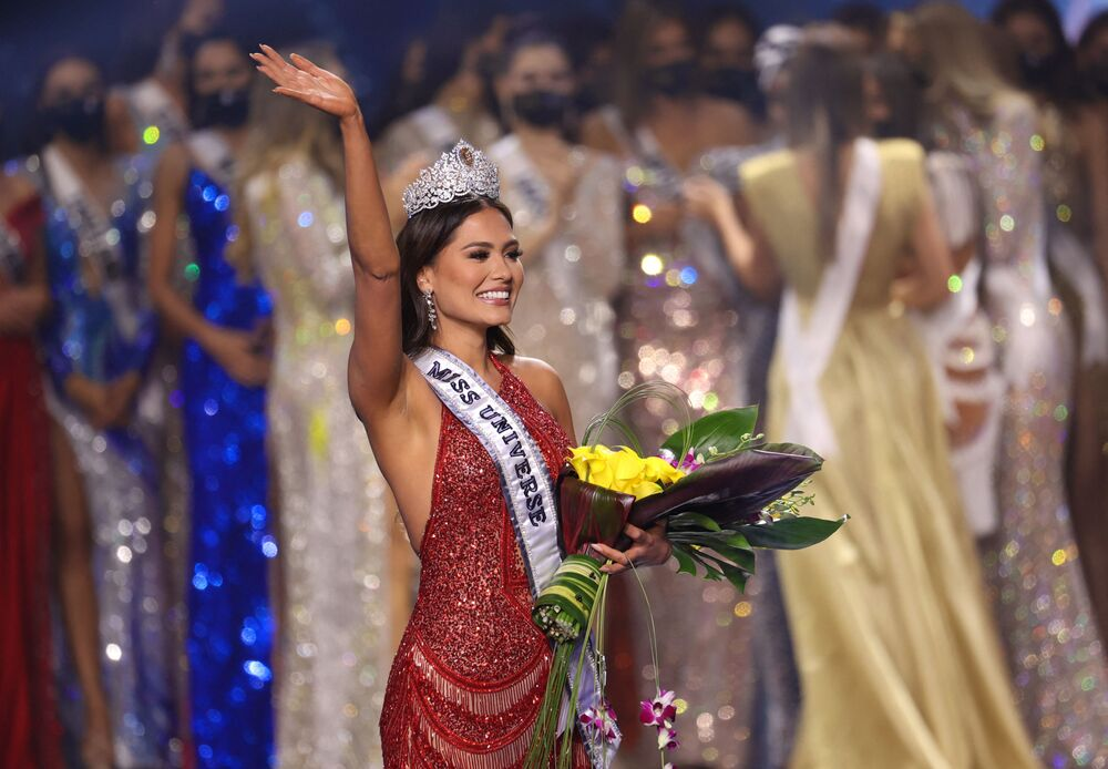 ممثلة المكسيك أندريا ميزا، تفوز بلقب ملكة جمال الكون 2021، 16 مايو 2021
