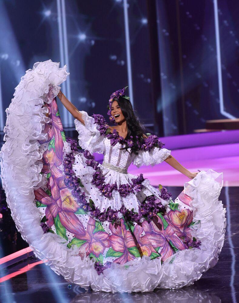 ممثلة كوستاريكا إيفون سيرداس كاسكانتي، خلال فقرة الزي التقليدي في مسابقة ملكة جمال الكون 2021،  13 مايو 2021