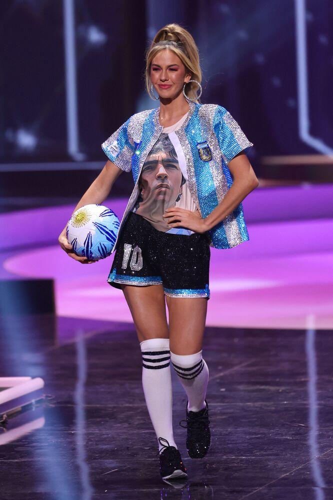 ممثلة الأرجنتين ألينا أكسيلراد، خلال فقرة الزي التقليدي في مسابقة ملكة جمال الكون 2021،  13 مايو 2021