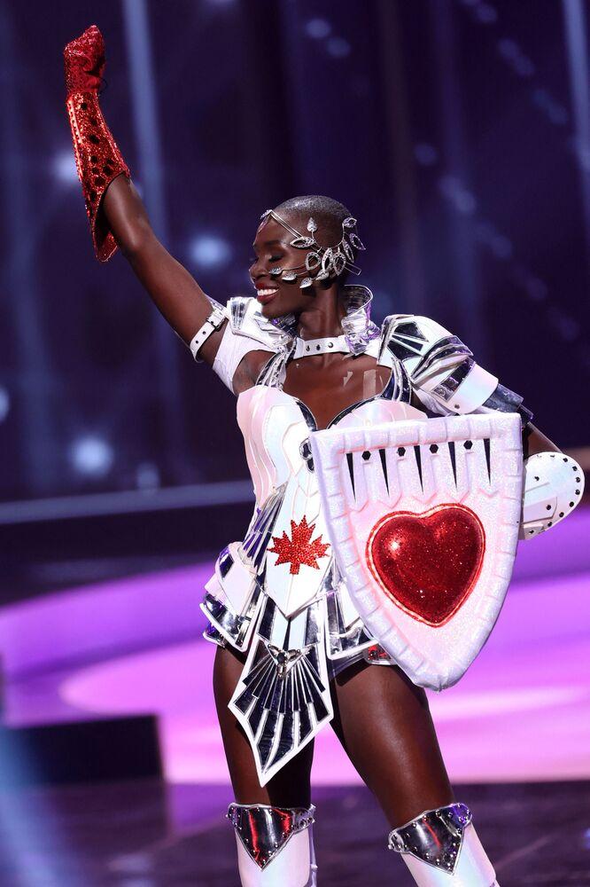 ممثلة كندا نوفا ستيفينز، خلال فقرة الزي التقليدي في مسابقة ملكة جمال الكون 2021،  13 مايو 2021