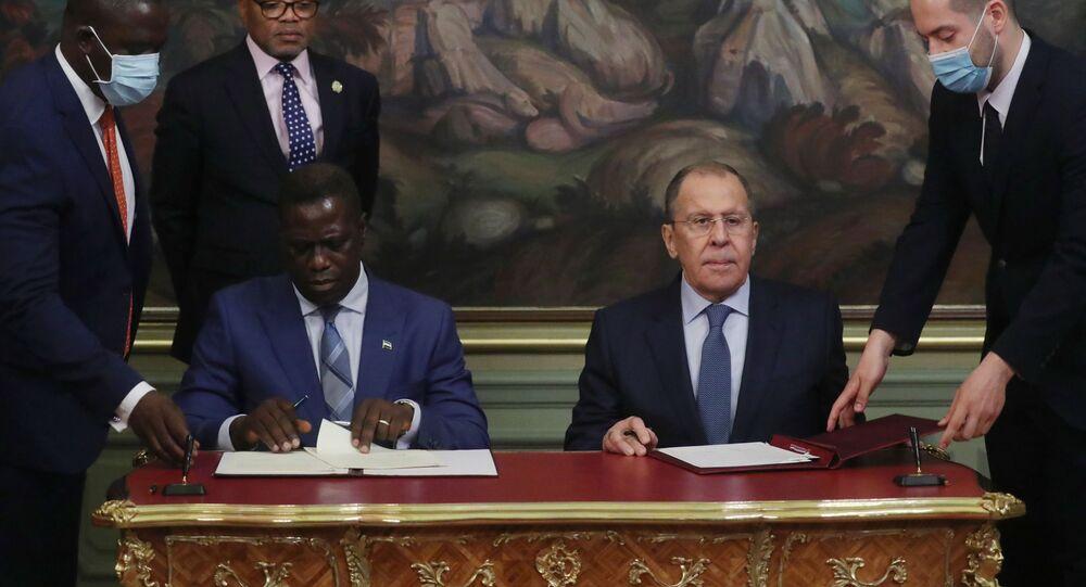 اجتماع وزير الخارجية الروسي سيرعي لافروف  ووزير خارجية جمهورية سيراليون فرانسيس