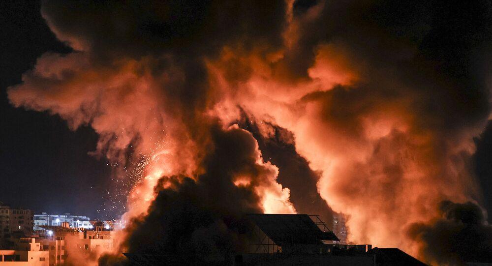 انفجارات متتالية تهز مدينة غزة والطائرات الإسرائيلية الحربية تدمر مبنى غرب جامعة الأزهر