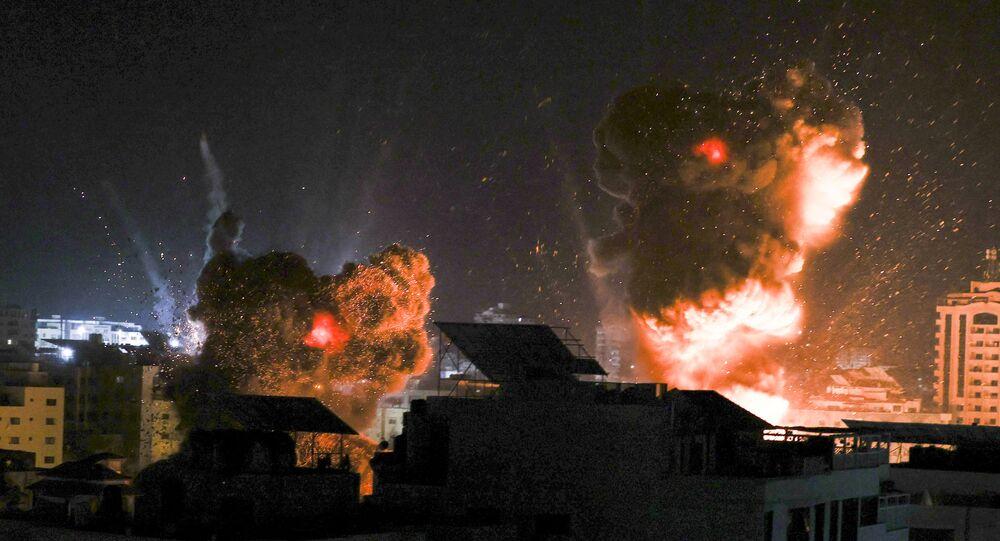 الطيران الحربي الإسرائيلي يقصف غزة 18 مايو