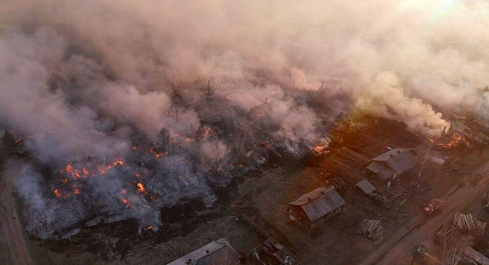 إطفاء حرائق الغابات في بلدة دالني في إقليم إركوتسك، روسيا 20 مايو 2021