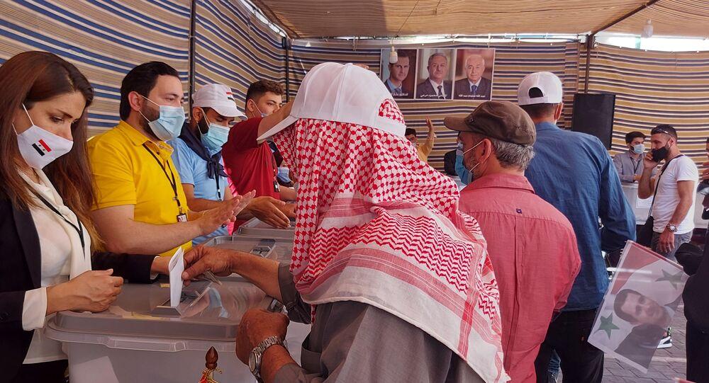 عشرات آلاف السوريين يتوافدون إلى سفارة بلادهم في بيروت للإقتراع في الانتخابات الرئاسية، سوريا 20 مايو 2021